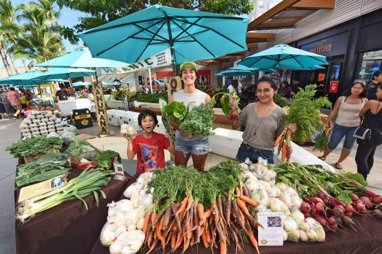 Enrich your visit with a trip to one of O'ahu's fresh and flavorful farmers markets.